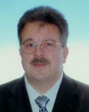dr. Viniczay G. Zsolt tanár, jogász, értékesítő és oktató